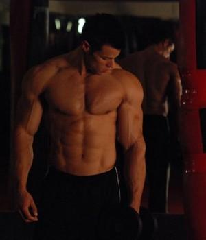 Ripped to Shreds Natural Bodybuilder Robbie Sardinia Talks