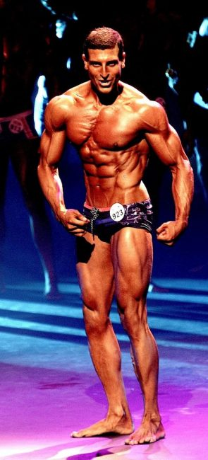 fitness model abs ripped